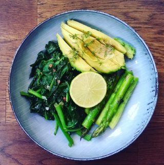 GREEN-GODDESS-SPARGEL-BOWL MIT AVOCADO
