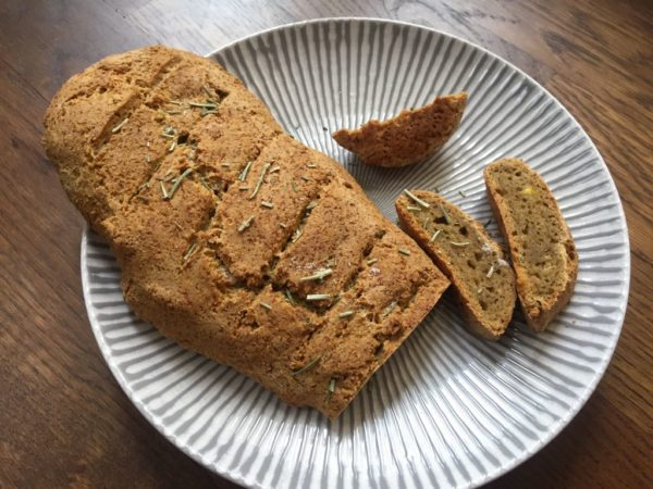 Knusprig, Saftiges AIP-Brot aus Kochbananen