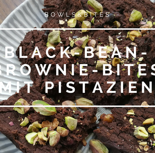 BLACK-BEAN-BROWNIE-BITES MIT PISTAZIEN