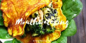 Glutenfreie Pancakes mit Kurkuma, Hummus, Spinat und Brokkoli. Laktosefrei. Paleo. Vegan optional, schnelles Rezept by bowlsnbites.com