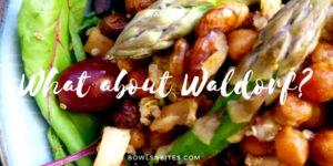 Veganer Waldorfsalat mit Kichererbsen, Walnüssen, Birne und Sellerie by bowlsnbites.com